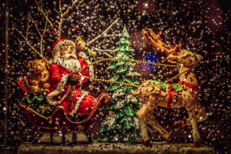 Santa sleigh with reindeer statue