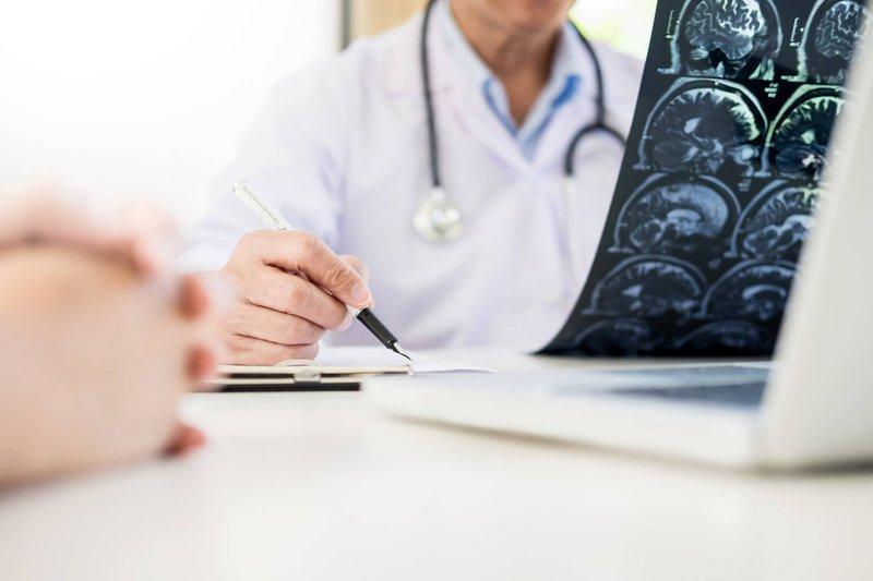 brain-injury-doctor-discussion-min.jpg