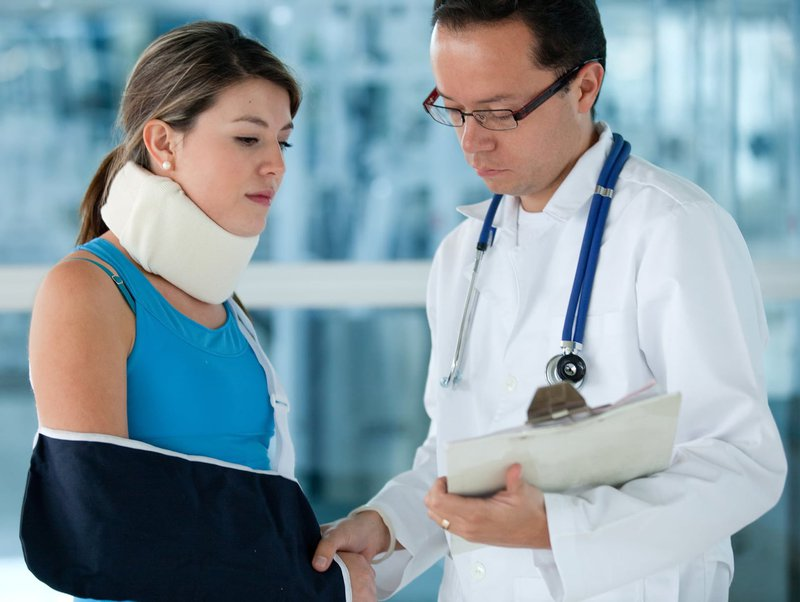 injured-woman-with-a-doctor.jpg