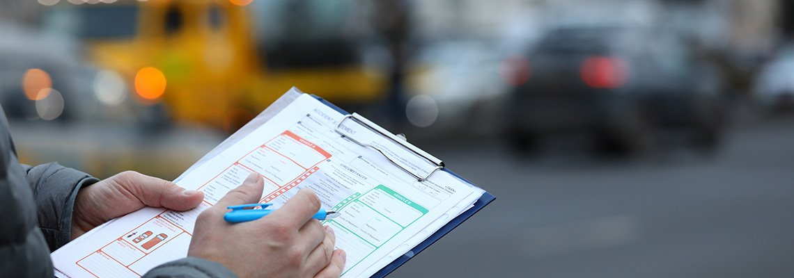 A man fills out a car accident report