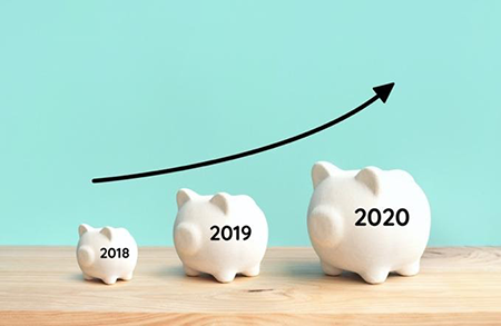 3 piggy banks varying in sizes with the years 2018, 2019, and 2020 on them