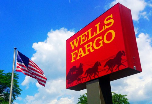 wells fargo freezes accounts